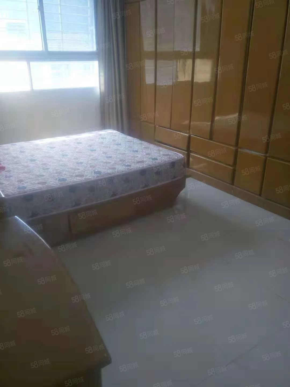 青山小学,三室两厅,精致装修,业主急售,过户费高
