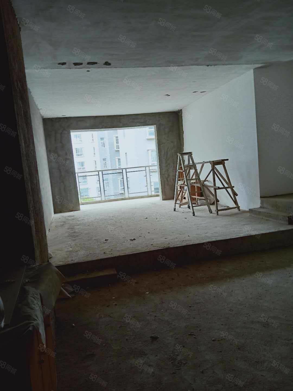 锦绣花园,电梯房三室两厅127平方