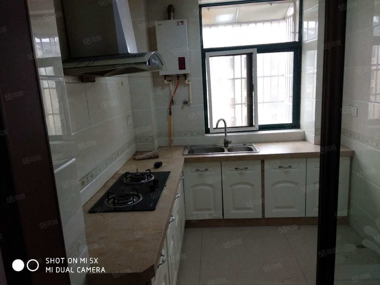 出租御花园三室两厅精装,采光好,干净卫生,价格合理。