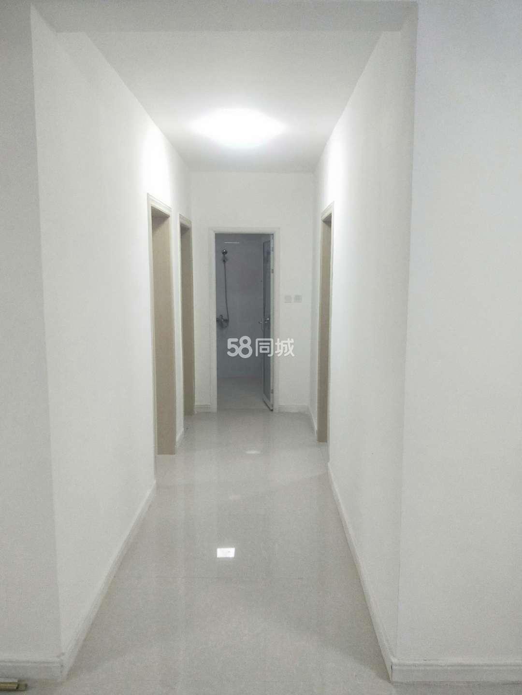 塔里木大道3室2厅1卫