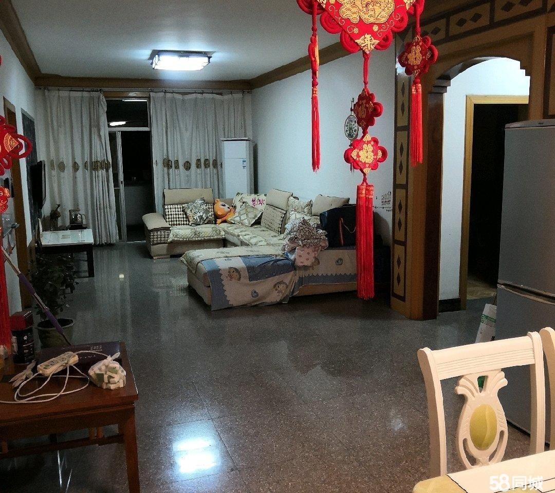 商贸小区三室两厅一厨一侧吉房出售