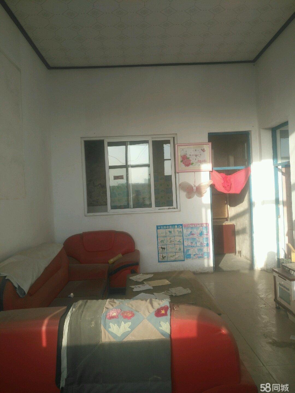 府南区红楼前面自家独院三间房出售