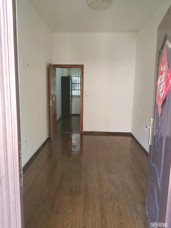 南塘路两层带柴间阳台送厨房间