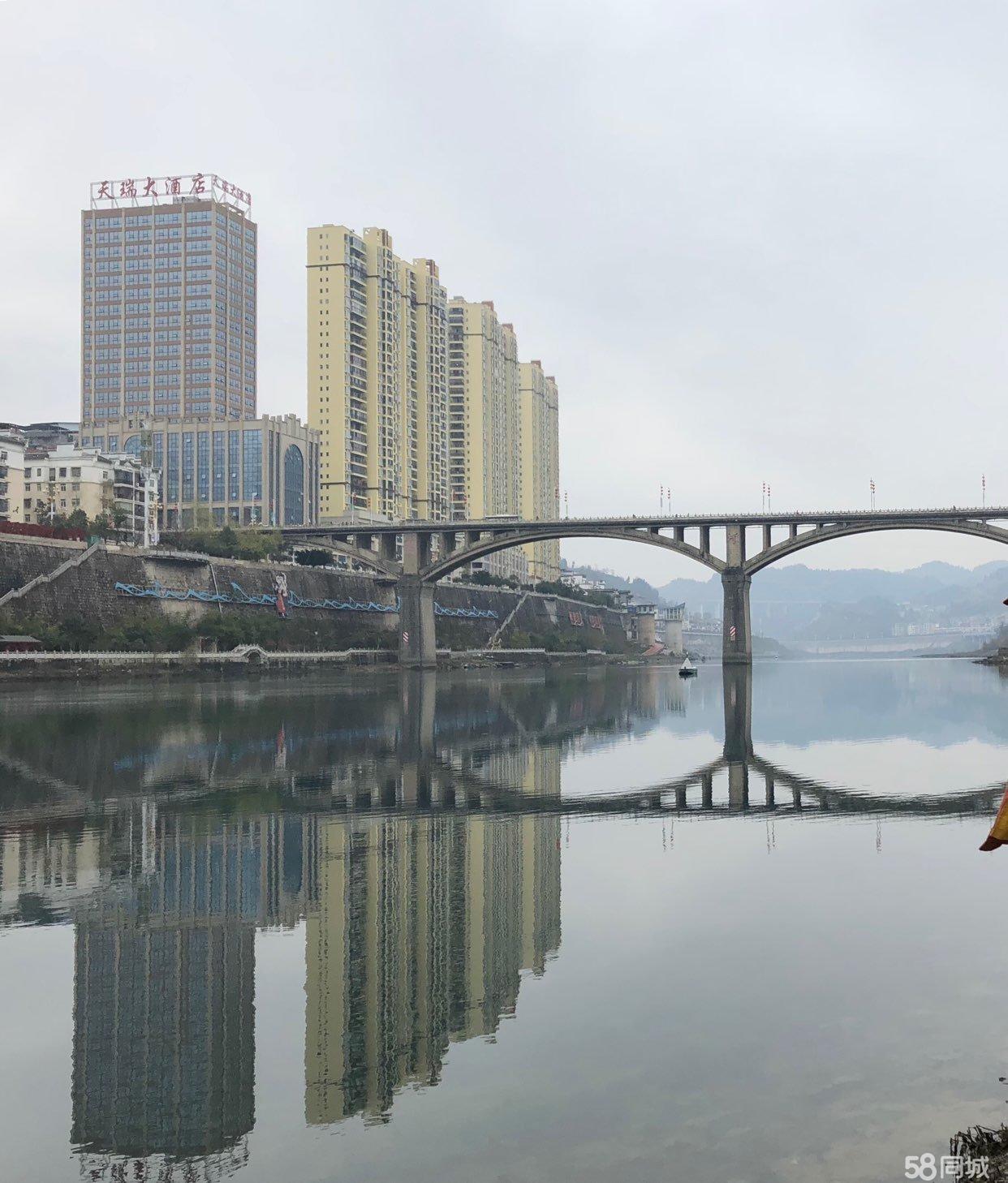 沿河大桥处天然小区江景房急售