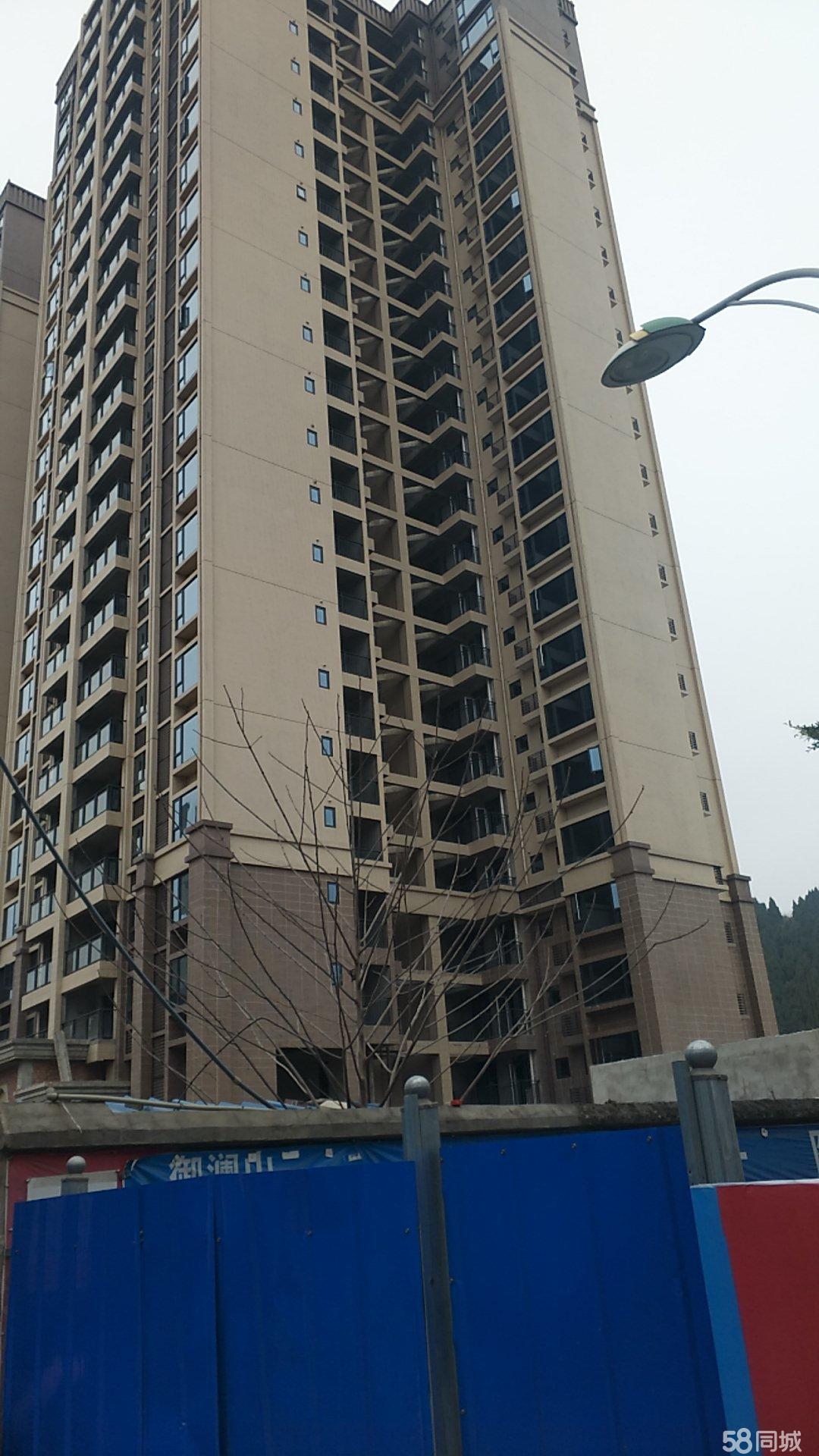 御澜山,市政府旁边,对面是万达广场,旁边是卓筒小学