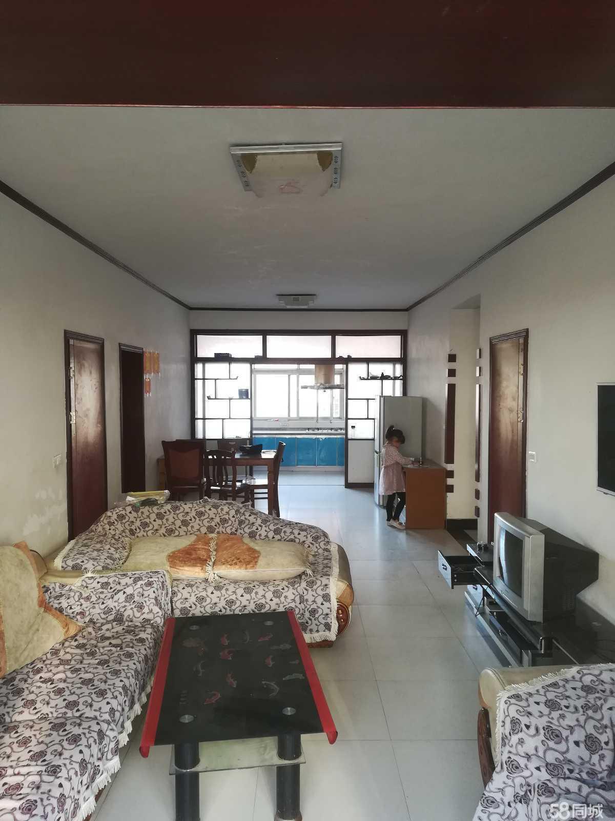 学区房,三室两厅,带装修家具,水电气,附近医院学校设施齐全!