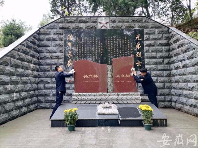 金寨志愿者代扫烈士墓:68万老区人民都是英烈的后代