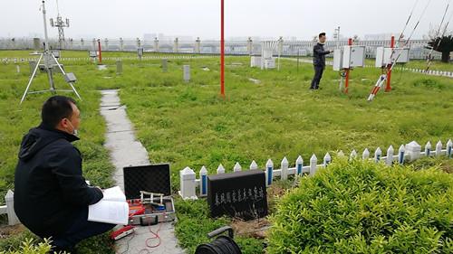 县气象局积极开展观测设备防雷检测