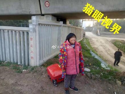 """安�:高速�F路高架�蛳麦@�F""""拖箱女"""""""